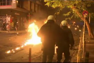 Ciocniri între anarhiști și polițiști, în Grecia. Au devastat centrul Atenei
