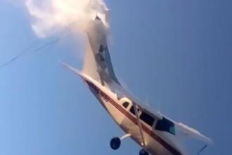 Momentul șocant în care un avion de mici dimensiuni se prăbușește peste o casă. VIDEO