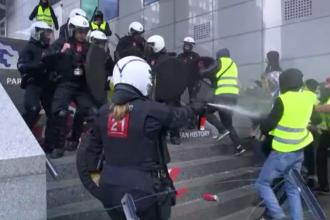 """Pe modelul """"vestelor galbene"""", belgienii au pornit o revoltă. S-au folosit spray-uri lacrimogene"""