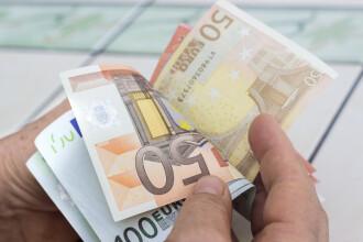 Leul continuă să se deprecieze în raport cu moneda unică. Euro atinge un nou nivel record