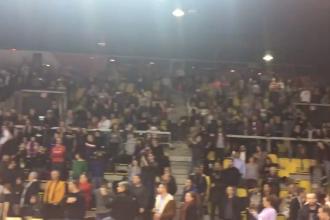 Momentul în care oamenii blocați pe un stadion cântă Marseilleza, în memoria victimelor din Strasbourg. VIDEO