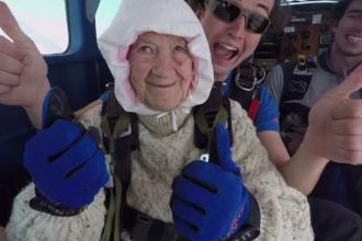 Cine este cea mai bătrână femeie din lume care a sărit vreodată cu parașuta și ce vârstă are