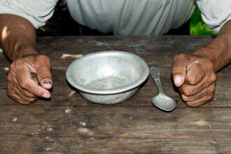 Angajații unui cămin de bătrâni, acuzaţi că ar fura din hrana bătrânilor