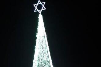 Brad de Crăciun din Timiș, împodobit cu Steaua lui David. Reacția primarului
