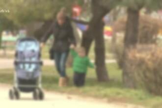 O mamă a reclamat că un bărbat a încercat să-i răpească copilul pe stradă. Cine a ajutat-o
