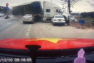Accident spectaculos surprins pe autostradă. Cum a reușit o mamă să-și salveze fiul