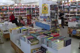 Cărțile pentru copii, un lux pentru părinții din România. Cât ajung să coste volumele