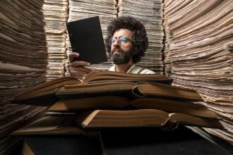 Bărbat reținut de poliție, după ce a împrumutat de la bibliotecă 222 cărți