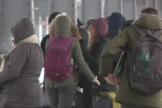 Întârzieri uriaşe la trenuri. Ce le dă CFR pasagerilor care aşteaptă în frig