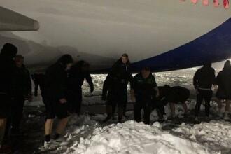 Sportivi englezi și un arbitru, la deszăpezit pe aeroport în Timișoara. Reacția lor