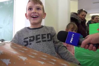 Elevii unei școli din Bacău s-au transformat în Moș Crăciun. Gestul făcut pentru alți copii