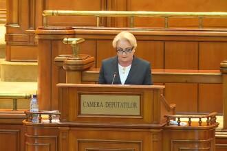 Dăncilă, aplaudată ironic în Parlament când anunța realizarea unor kilometri de autostradă
