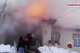 Flăcări puternice într-un cămin cultural din Olt. Cauza incendiului