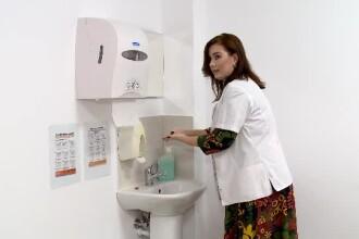 Românii se spală foarte des pe mâini, dar nu și corect. Ghidul prezentat de un medic