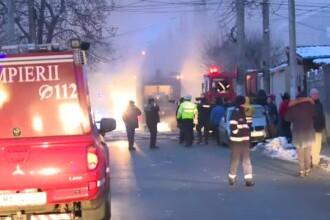 Incendiu violent în București. 10 mașini de pompieri chemate de urgență