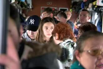Scandal în gară: zeci de bilete vândute și doar două vagoane. Pasagerii au stat în WC-uri