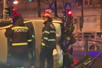 Un șofer a ajuns cascador fără voie, după un accident. În ce poziție a ajuns mașina sa