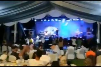 VIDEO: momentul în care valul tsunami lovește în timpul unui concert în Indonezia