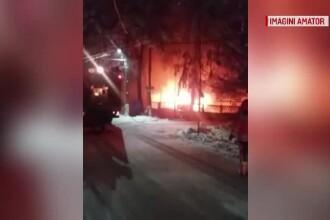 O ambulanță a luat foc în parcul auto din Argeș. Care este cauza incendiului