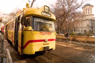 Moș Crăciun s-a plimbat cu un tramvai de epocă, alături de bucureșteni. Cursa, gratuită