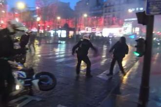 Scene dramatice în timpul protestelor vestelor galbene. Polițiști, aproape să fie linșați