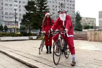 Moş Crăciun pe bicicletă, în Constanţa. De ce au fost revoltaţi copiii când l-au văzut