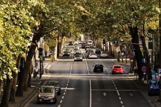 Țara din UE în care trăiesc cei mai mulți români anunță taxe imense pentru mașini