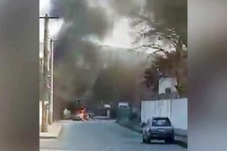 Atac într-o clădire oficială din Kabul. A fost detonată o maşină capcană