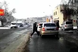 Imagini șocante în Giurgiu: șofer atacat cu cuțitul de un bărbat. VIDEO