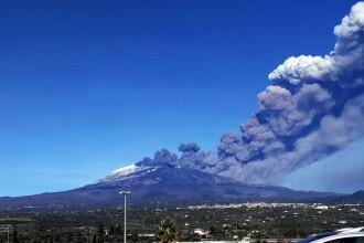 Cel mai mare vulcan din Europa erupe. Regiunea afectată, locuită de mii de români