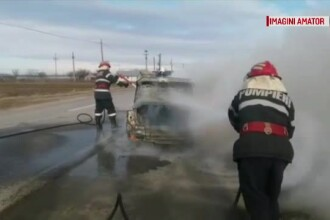 Scene de groază pe DN64. O mașină în care se aflau 5 oameni a luat foc în mers