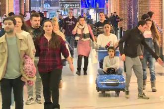 """Aglomerație în mall-urile din Capitală: """"Facem pe ultima sută de metri nişte cumpărături"""""""