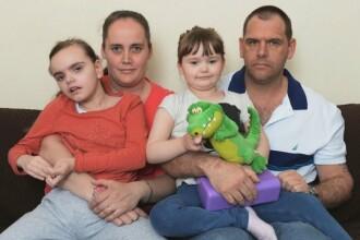 """Le-au murit toți cei 4 copii din cauza unei boli rare. """"Mi s-a spus să mă sterilizez"""""""