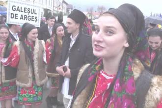 Reacția unor turiști spanioli când văd cetele de juni din Sibiu