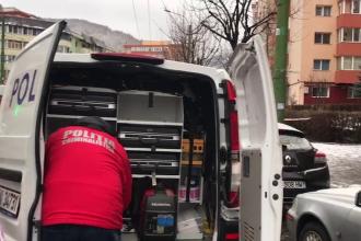 Sediul unei bănci din Brașov a fost spart. Atacatorii au aruncat în aer bancomatul