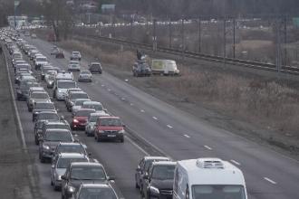 """Mii de șoferi blocați pe DN1, în drum spre Brașov. """"Am găsit rută alternativă prin Ungaria"""""""