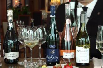 Cum trebuie băut vinul ca să nu dea dureri de cap. Sfaturi pentru Revelion