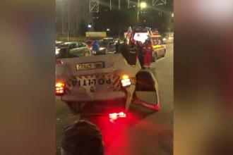 Autospecială de poliție, izbită în trafic și răsturnată, în Capitală. Trei polițiști au ajuns la spital