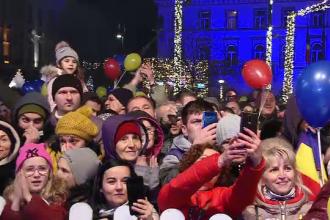 Luminițele de Crăciun s-au aprins sub privirile a zeci de mii de oameni la Timişoara, Braşov, Târgu Jiu şi Cluj