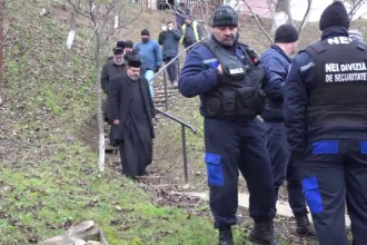 Preot scos din biserică cu jandarmii. De ce e considerat un răzvrătit