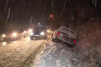 Probleme serioase cauzate de ninsorile din nordul țării. Muncitorii au aruncat nisip cu lopata