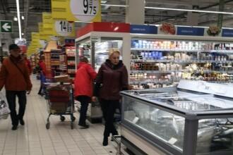 Viorica Dăncilă, surprinsă într-un supermarket din Ploiești. S-a fotografiat cu clienții