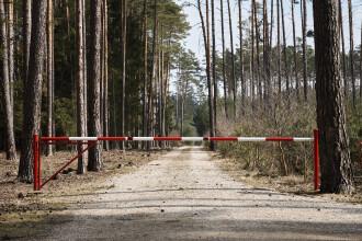 Zeci de migranți călăuziți de un român, prinși la frontiera cu Serbia