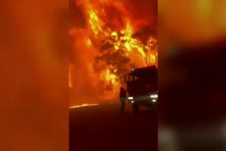 Imagini terifiante în Australia. Pompierii nu mai fac față incendiilor și fugă să-şi salveze vieţile