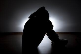 Tânăra incendiată când mergea să depună mărturie împotriva violatorului ei a murit