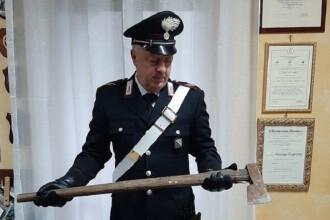 Român reținut de carabinieri. Ce au găsit în mașină după ce și-a bătut soția și fiica