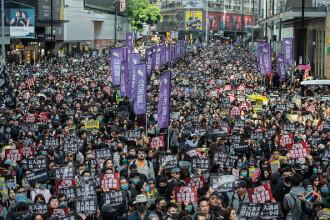 Manifestație în Hong Kong pentru drepturile omului. Zeci de mii de participanți