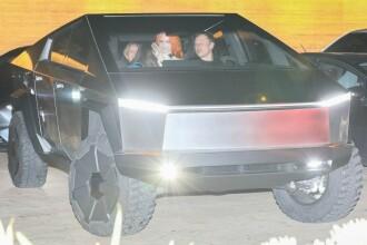 Elon Musk, la plimbare prin Miami cu noul Cybertruck. Ce a făcut la ieșirea din parcare