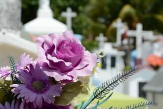 (P) Ce flori puteți oferi dacă mergeți la o înmormântare? Sfaturi de la o firmă de servicii funerare
