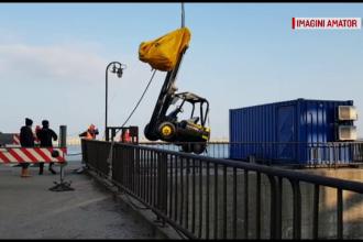 Accident teribil în portul Constanța. Un muncitor a căzut în apă cu tot cu motostivuitor